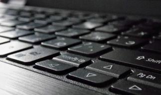 На клавиатуре ноутбука вместо некоторых букв печатаются цифры