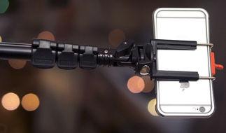 Как подключить монопод с блютуз-кнопкой к Айфону?