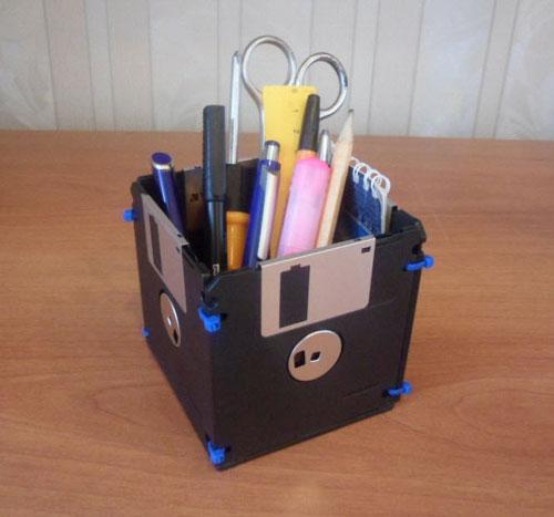 подставка для ручек из дискет